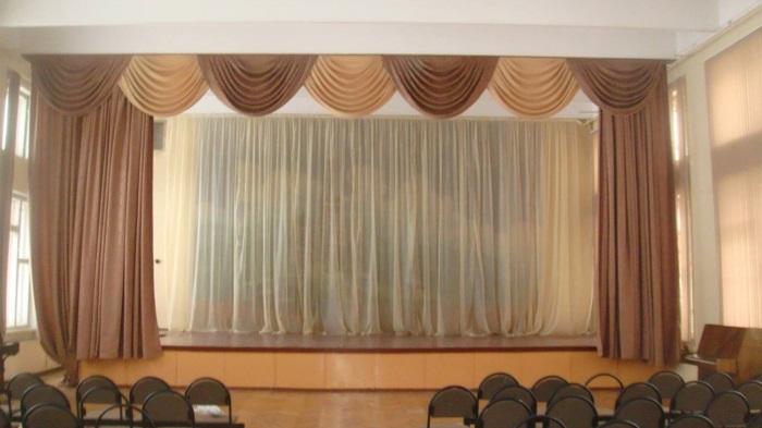 Выбрать шторы в актовый зал